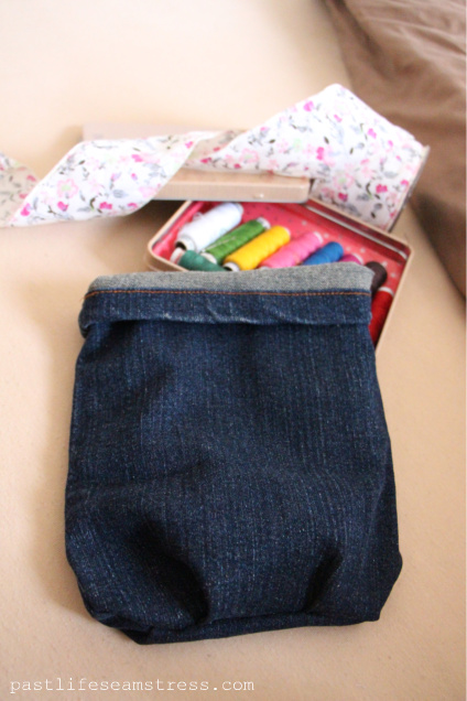 Denim bag, jeans bag, diy bag, holder, organiser, craft, hobby idea, simple sewing, sewing project