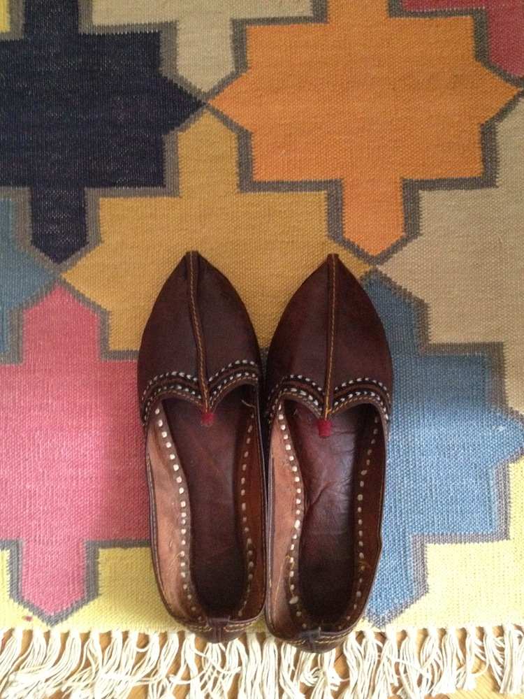 diy shoe, jooti, indian shoe, mojari, shoe makeover, diy shoes, pompom diy, pompom making, pompom shoe, pompom shoe diy