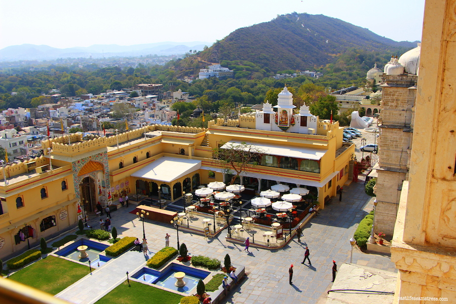udaipur, rajasthan, road trip to rajasthan, things to do in rajasthan, haveli in udaipur, haveli to stay in rajasthan, sight seeing in udaipur, city palace udaipur, pictures of udaipur, what to do in udaipur, udaipur venice of east, most romantic city in india, madri haveli, shopping in udaipur, sajjangarh palace, a day in udaipur, what to do in a day in udaipur, city palace udaipur, udaipur blog, rajasthan blog