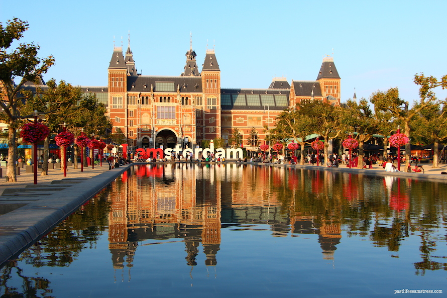 amsterdam, amsterdam travel blog, travel to amsterdam, what to do in amsterdam, amsterdam sights to see, things to do in amsterdam, netherdlands, van gogh museum, amsterdam canals, amsterdam in pictures, amsterdam travel experience, shopping in amsterdam, where to eat in masterdam, best places to shop in amsterdam, best souvenirs from amsterdam, red light district amsterdam, dam square, museumplein, anne frank house